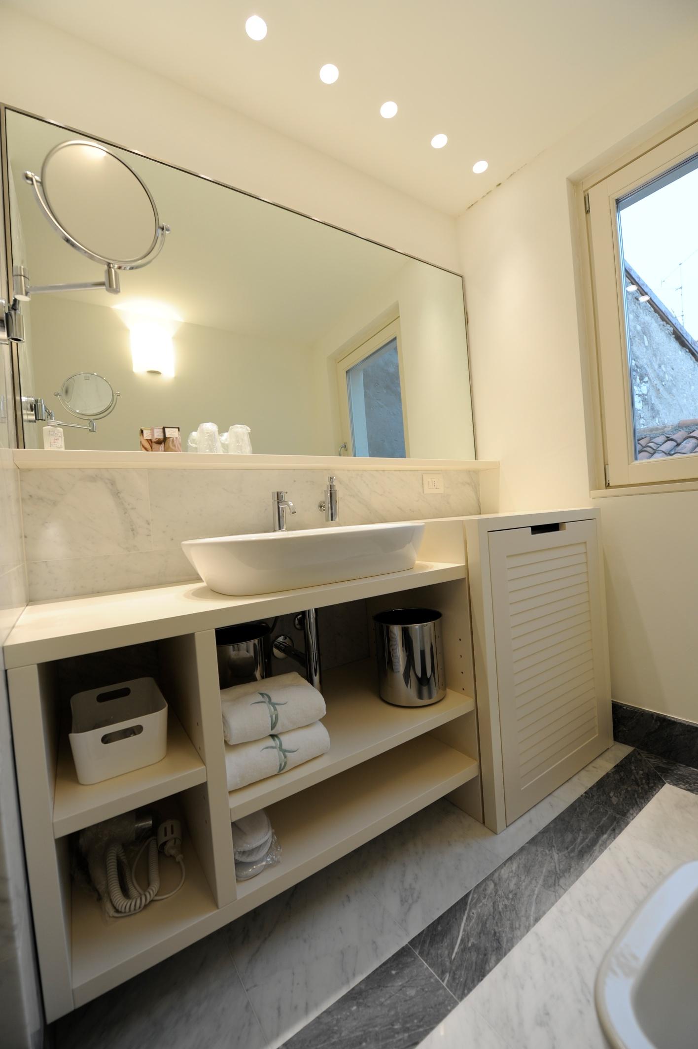 Aparthotel casa vacanze suite boutique hotel iseo - Mobile bagno lavatrice incasso ...